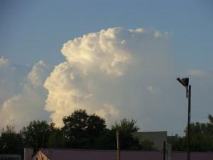 Rozwijająca się chmura burzowa