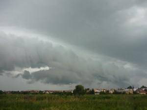 Chmura szelfowa to typowy element zachmurzenia związanego z frontem szkwałowym (fot. Krzysztof Ostrowski)