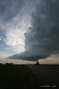 Chmura stropowa z widocznymi żłobkowaniami (środkowa część zdjęcia); źródło: NOAA Photo Library