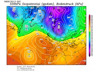 Ciśnienie atm. i wysokość geopotencjalna 500 hPa - reanaliza CFS na dzień 06.12.2013, godz. 00 UTC (źródło: wetterzetrale.de)