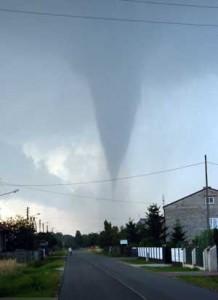 Tornado w rejonie Kłomnic (źródło)