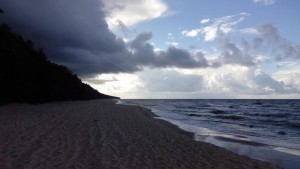 Trąba wodna obserwowana w dniu wczorajszym między miejscowością Pobierowo a Dziwnów w woj. zachodniopomorskim (fot. Karolina Hybza)