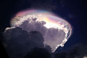 Iryzujący Cumulus congestus zaobserwowany nad Kostaryką. (csmonitor.com)