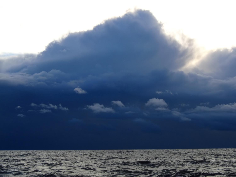 Chmura kłębiasto-deszczowa Cumulonimbus nad Morzem Bałtyckim (fot. Grzegorz Zawiślak)