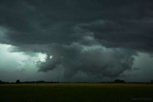Chmura stropowa superkomórki burzowej przechodzącej na północny-wschód od Ciechanowa. Fot. Krzysztof Piasecki (PŁB)