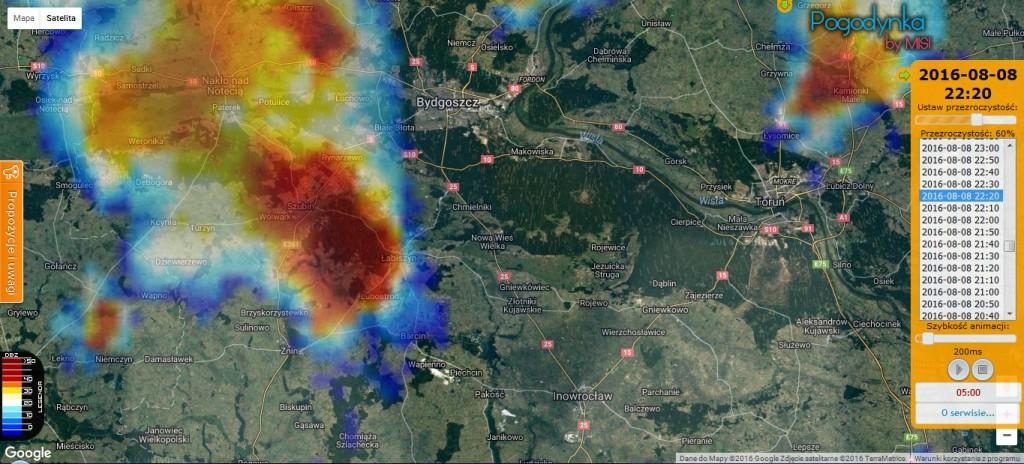 Skan maksymalnej odbiciowości radarowej (CMAX) z 8 sierpnia 2016 r., godz. 22:20. Na skanie superkomórka burzowa przemieszczająca się w stronę Torunia. Źródło: IMGW-PIB