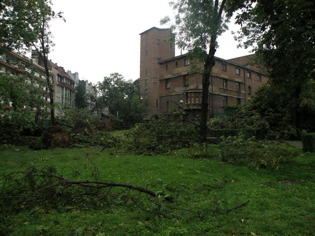 Zniszczenia w rejonie placu Kopernika w Chorzowie. Fot. Wojciech Pilorz