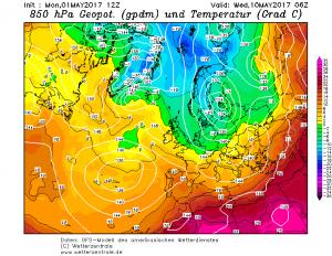 Spływ chłodnego powietrza na mapie topografii barycznej bezwzględnej na poziomie 500 hPa. Ze względu na odległy okres wyliczenia te należy traktować jedynie orientacyjnie. Źródło GFS Wetterzentrale.